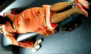 Desi elegant Indian Aunty showing their way elegant legs from saree upon acquaint